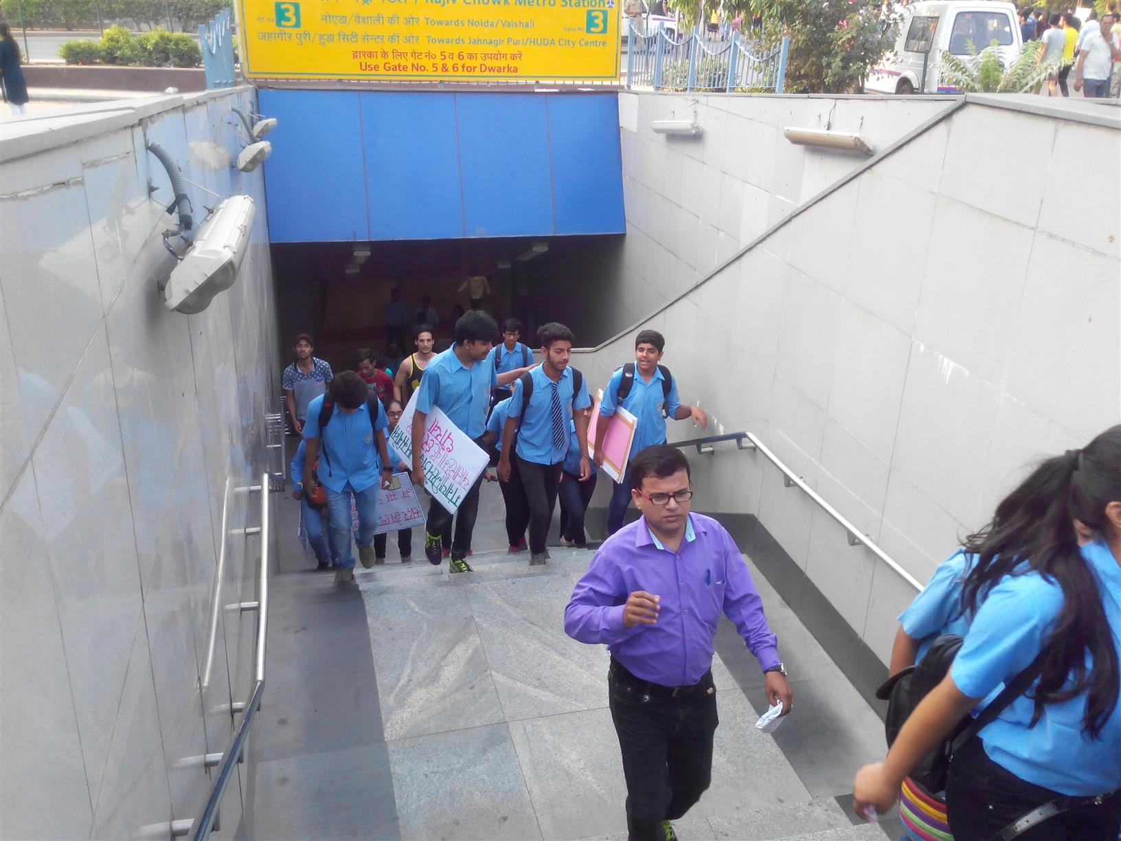 School students heading towards WED venue at Connaught Place, New Delhi on 5th June, 2016