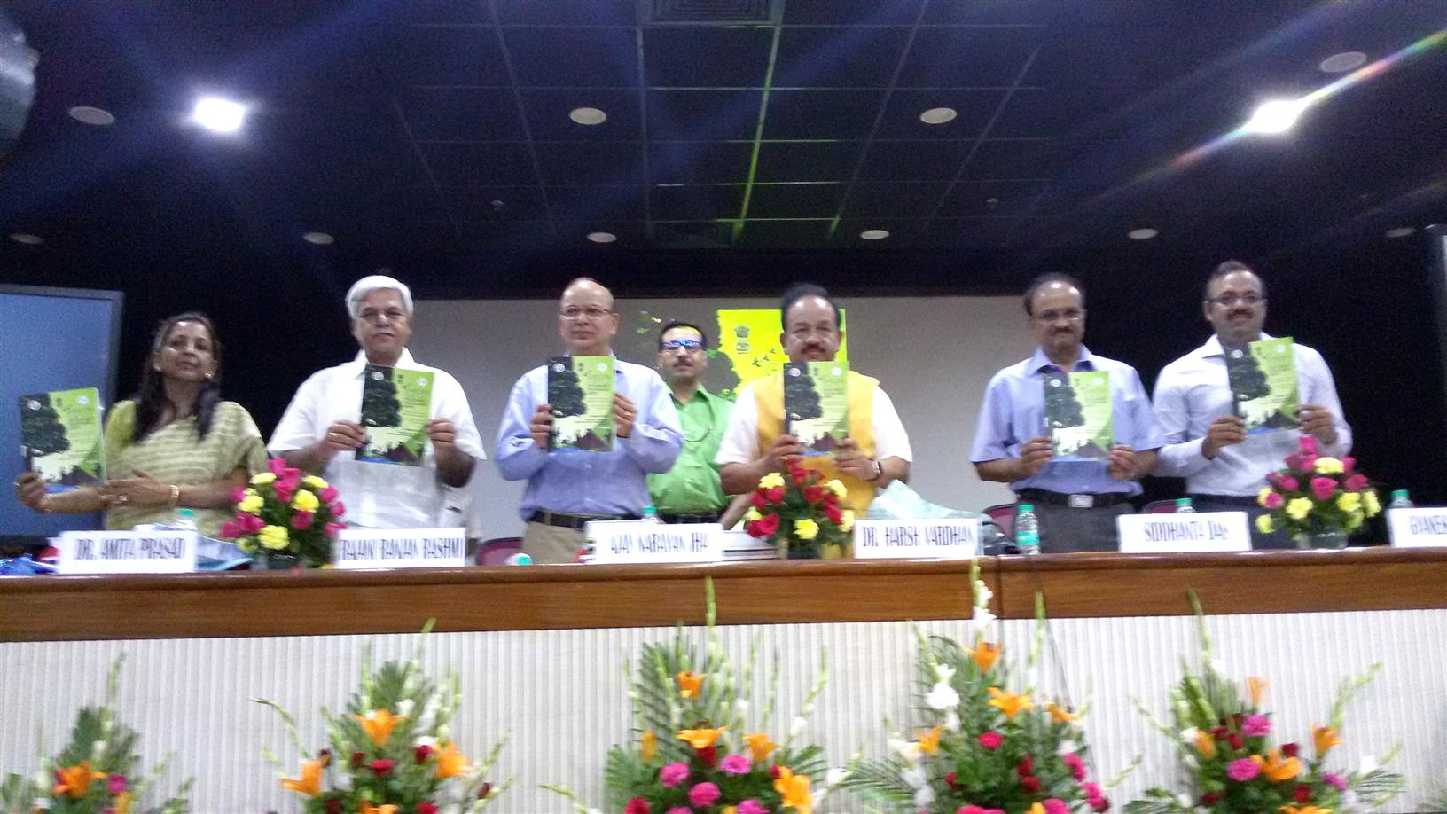 Hon'ble Minister (EF&CC) and other officers launching the GSDP at IPB, New Delhi